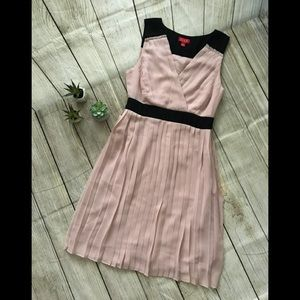 Pale pink dress with pleats by ELLE